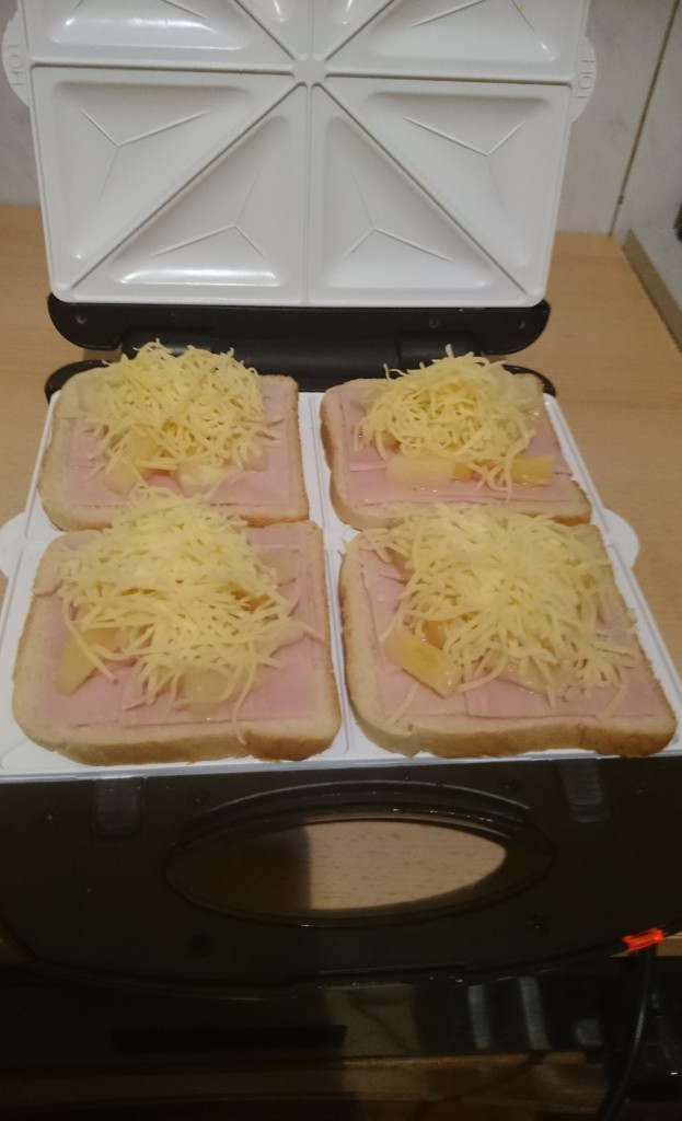 Klarstein Trinity Sandwichplatten, Hawaii Toast belegt