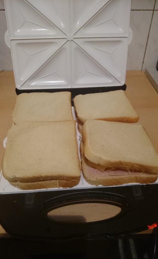 Klarstein Trinity Sandwichplatten, Hawaii Toast belegt komplett
