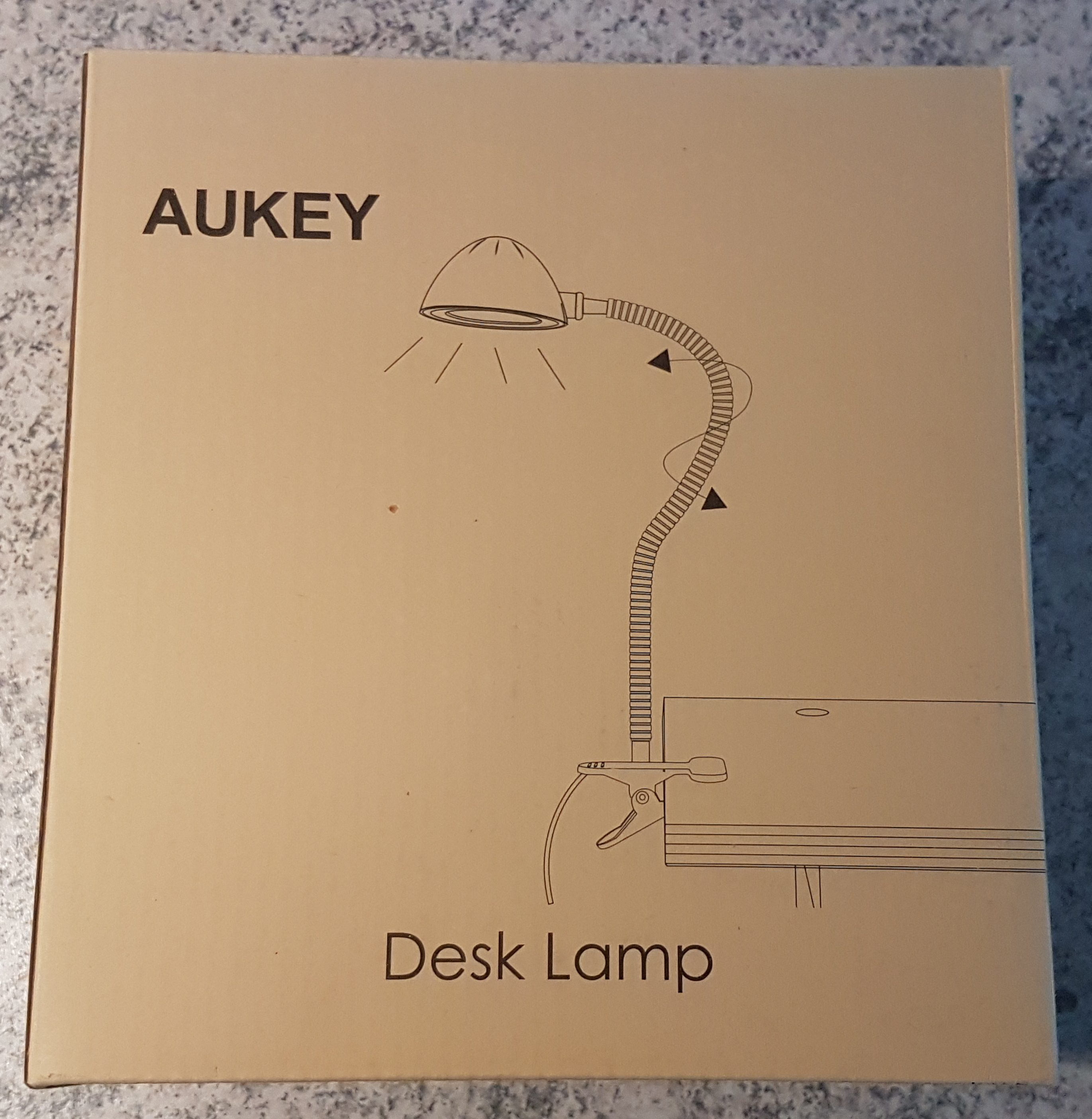 aukey-led-klemmleuchte-verpackung